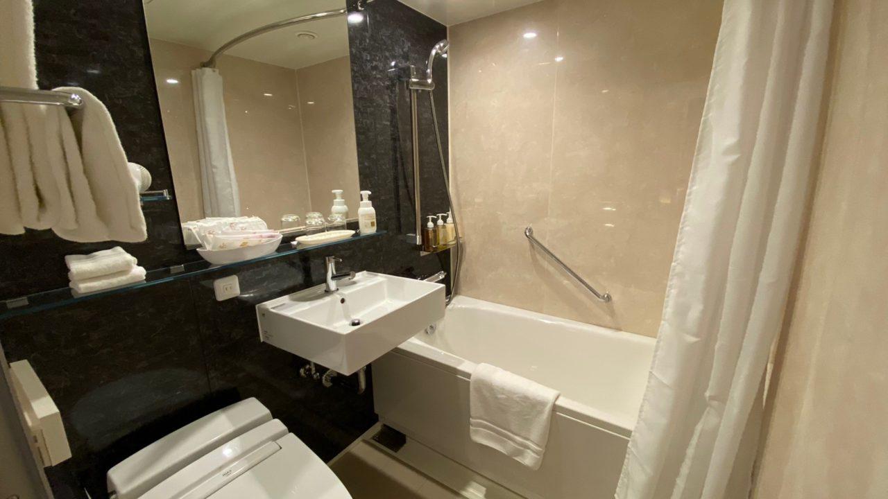 京都東急ホテル コンセプトフロア ツインの部屋のバスルームの画像です。