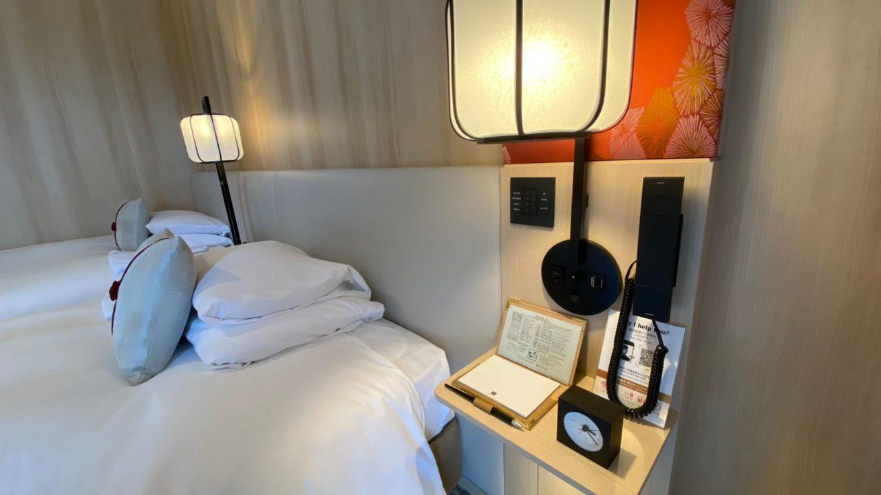 京都東急ホテル コンセプトフロア ツインの部屋のベット周りの画像です。