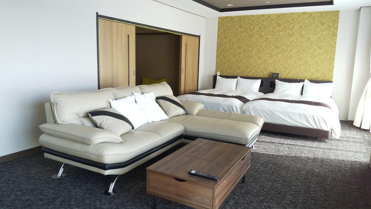 「ホテル&リゾーツ南淡路」のスイートルームでワーケーション